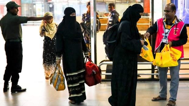 সৌদি গিয়ে গৃহকর্তার সন্তান নিয়ে দেশে ফিরলেন নারী শ্রমিক