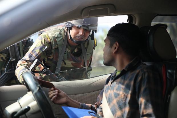 নির্বাচনকে সামনে রেখে ঢাকায় সেনাবাহিনীর যানবাহন তল্লাশি। ২৮ ডিসেম্বর ২০১৮।