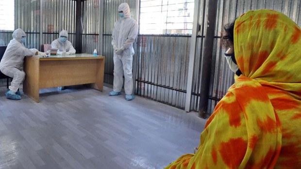 করোনাভাইরাস: মারাত্মক মানসিক চাপে স্বাস্থ্যকর্মীরা
