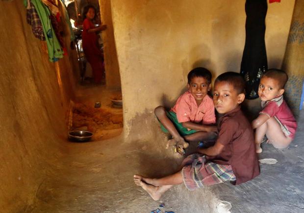 কক্সবাজারের কুতুপালং রোহিঙ্গা ক্যাম্পে আশ্রয় নেওয়া রোহিঙ্গা শিশুরা। ডিসেম্বর ২২, ২০১৬।
