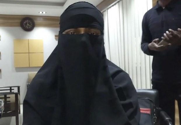 191115_Female_Worker_Returns-Bangla_1000.JPG